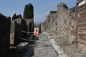 crolli negli scavi di Pompei
